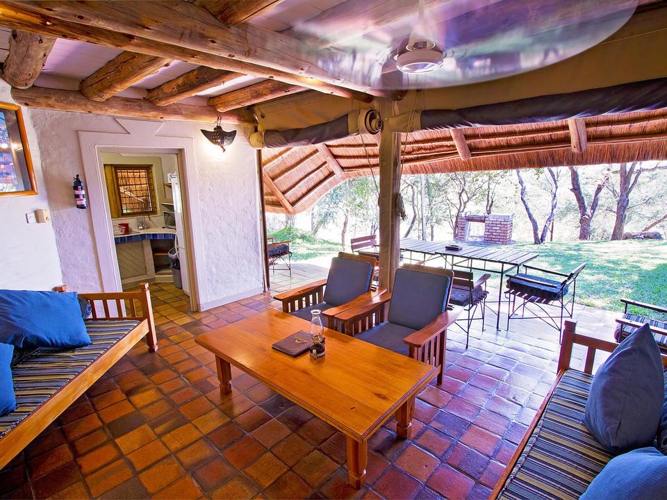 """Ausgesprochen """"Lock-oo-too-la"""", bedeutet es """"Ort des Friedens"""" in der lokalen Sprache SideBele und lebt dieser Beschreibung sicherlich gerecht. Jede Lodge hat ihren eigenen Außenbereich und Garten."""