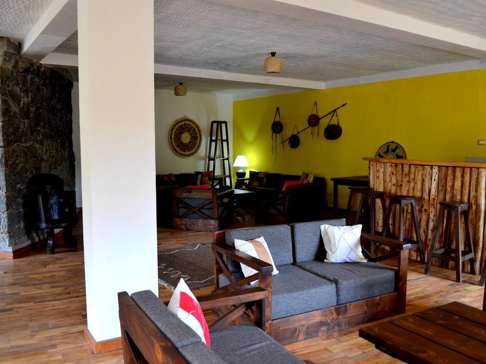Lounge % Bar