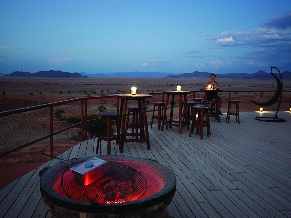 Namib Dune Star Camp in der Abenddämmerung