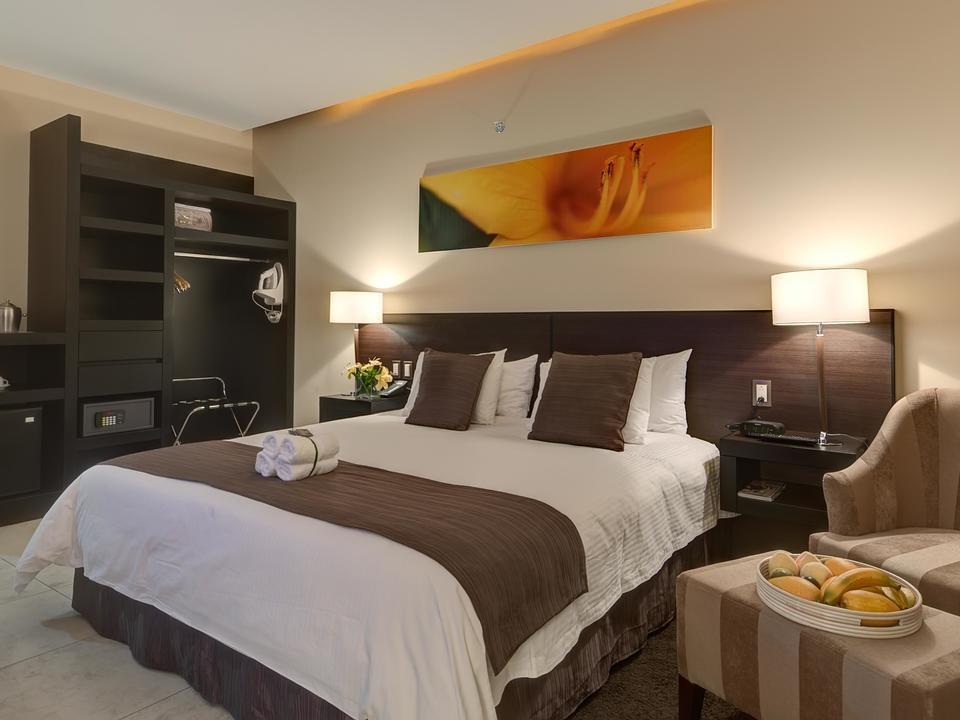 Ein modernes Komfort-Standardzimmer mit allen Annehmlichkeiten eines 5-Sterne-Boutique-Hotels