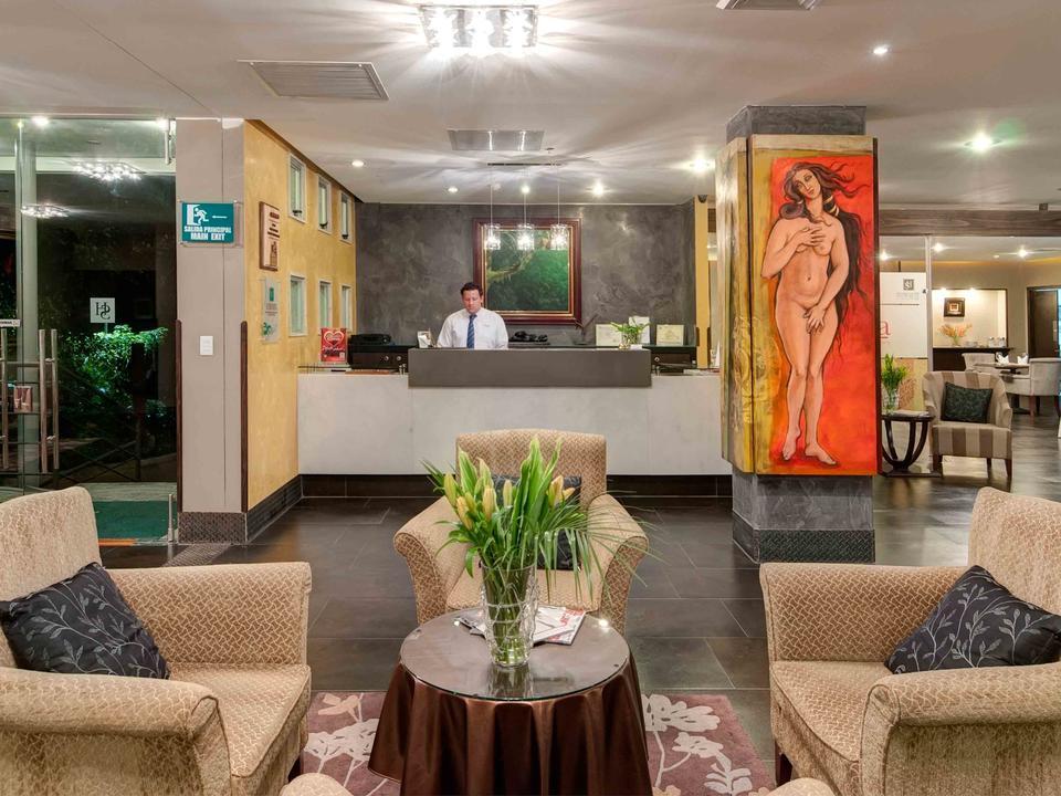 Lobby und Rezeption im Studio Hotel