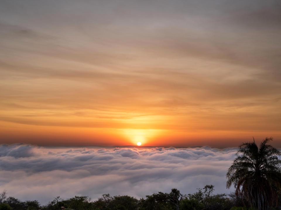 Blick auf den Sonnenuntergang von der Lodge