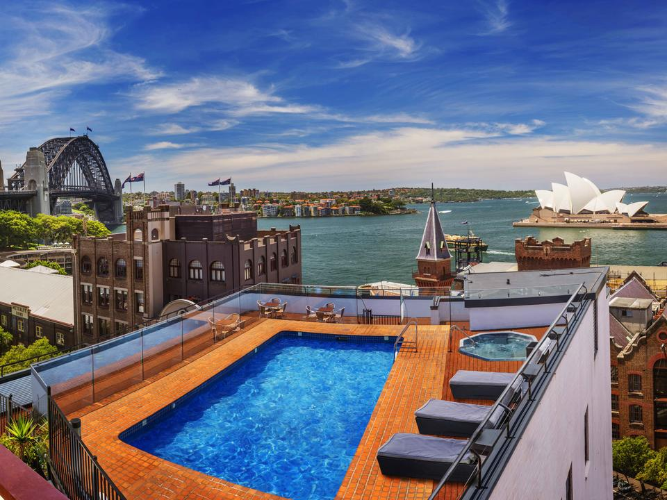 Genießen Sie den Panoramablick auf den Sydney Harbour von unserem Dach