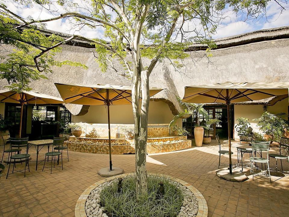 Courtyard, Ilala Lodge Hotel - treffen & grüßen
