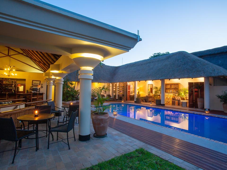 Poolbar & Lounge