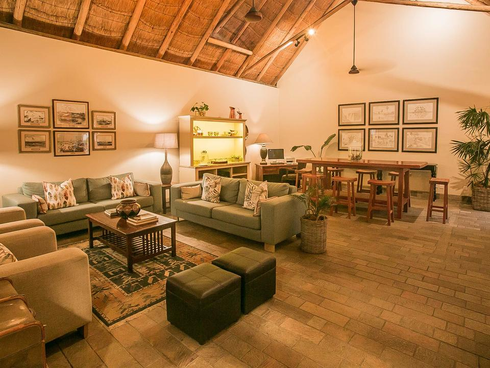 Totoba Lounge, Ilala Lodge Hotel