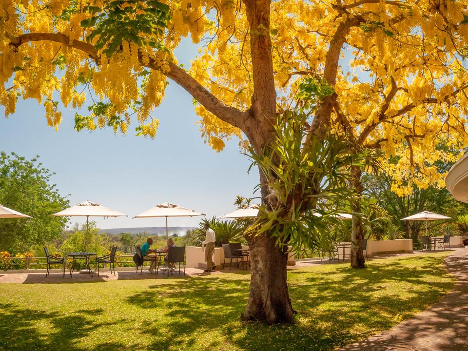 Blick auf die Victoria Falls Spray von The Palm Restaurant