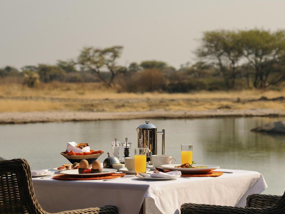 Frühstück mit Blick im Onguma Bush Camp!
