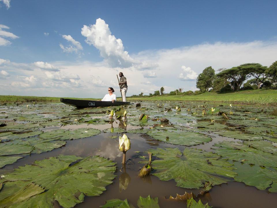 Genießen Sie die Ruhe dieser traditionellen Botswana Aktivität auf den Untiefen des Western Chobe