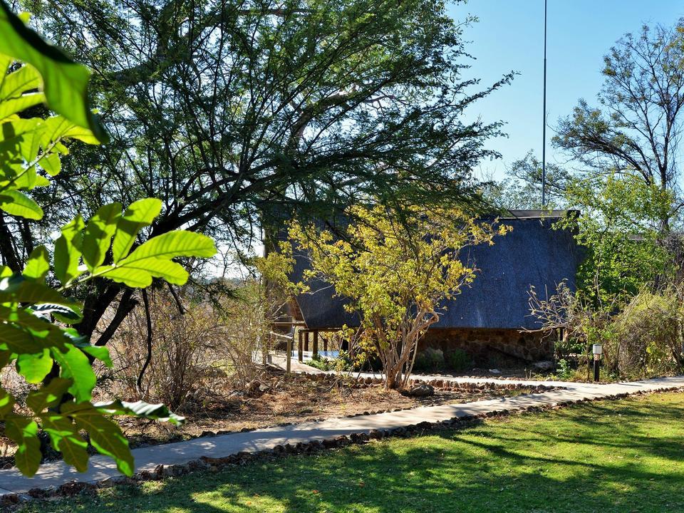 Glatte Zement-Gehwege bieten einfachen Zugang zu allen Chalets