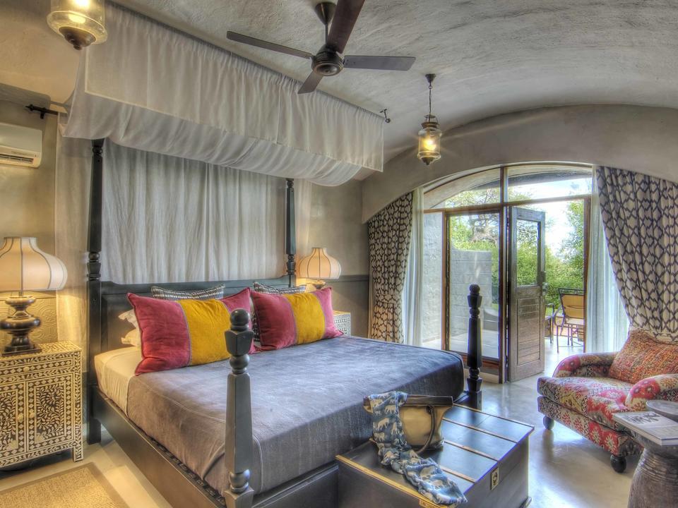 Interieur der Standardzimmer der Chobe Game Lodge inklusive Klimaanlage und Minibar