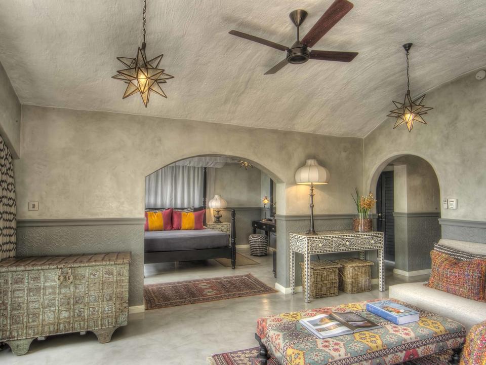 Die Lounge in den Flitterwochen und Familiensuiten, die zum Hauptschlafzimmer führen