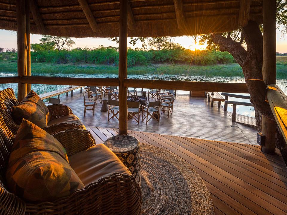 Entspannen Sie sich in der komfortablen Lounge von Savuti