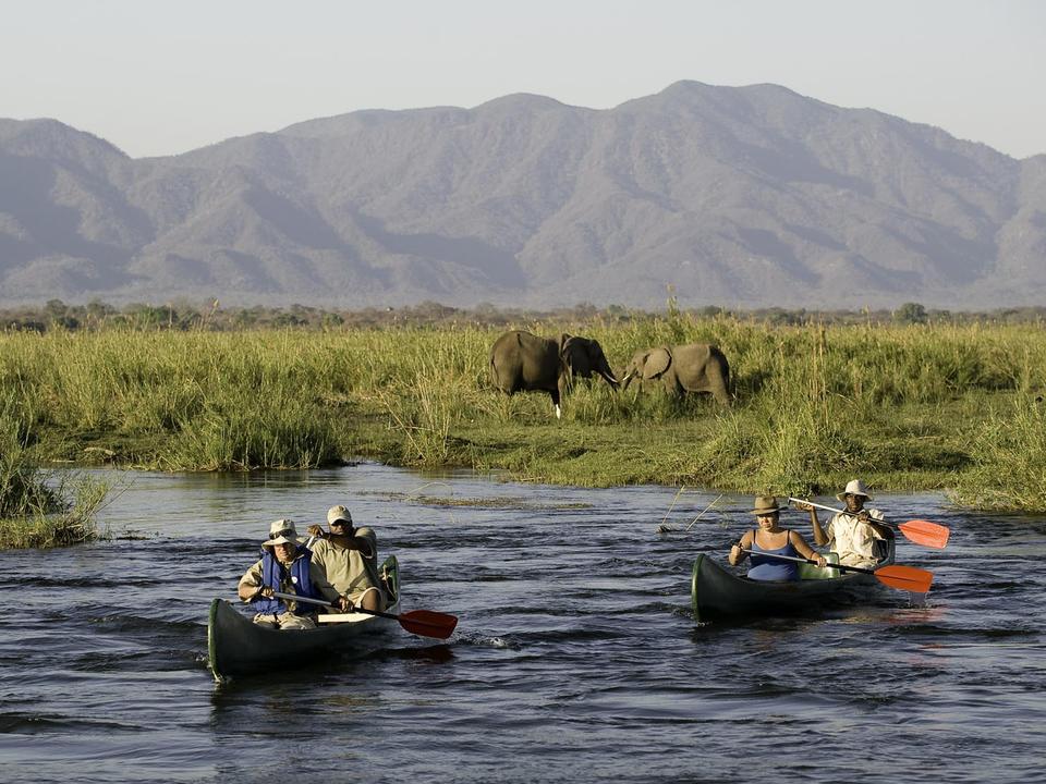 Kanufahren auf dem Zambesi ist ein spannendes Abenteuer