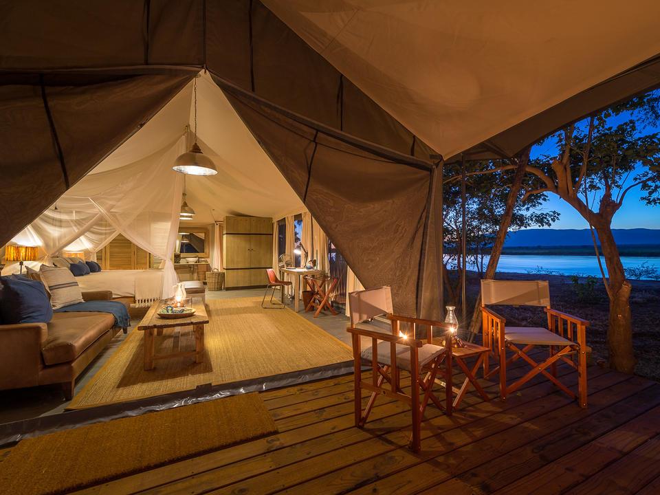 Gäste-Zelte mit Blick auf den Fluss Zambesi