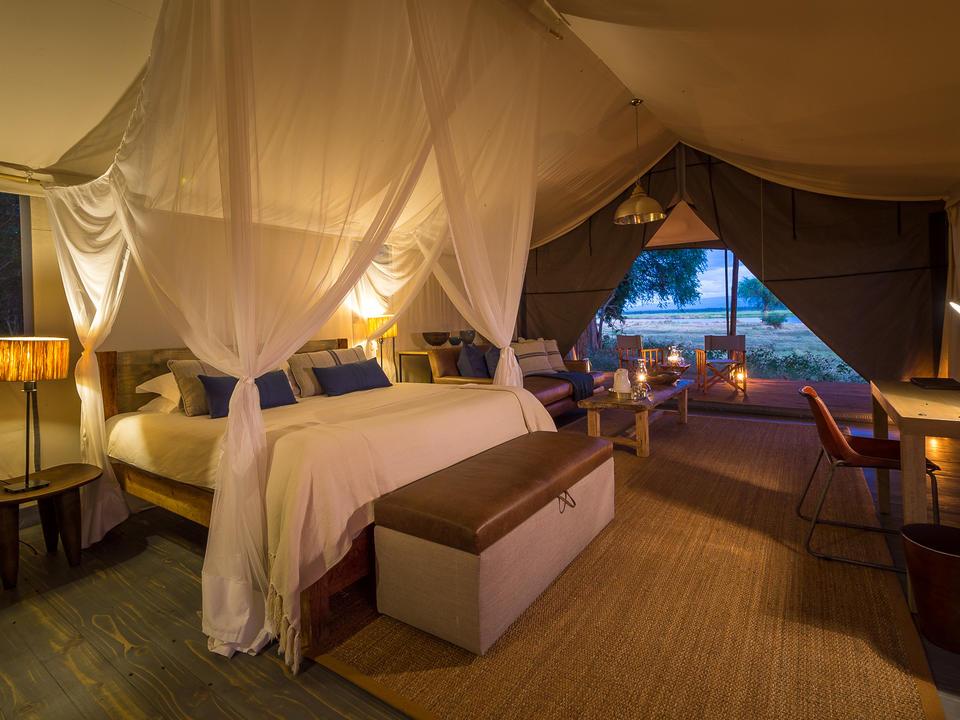 Ruckomechi bietet Platz für Gäste in 10 geräumigen Zelten mit eigenem Bad