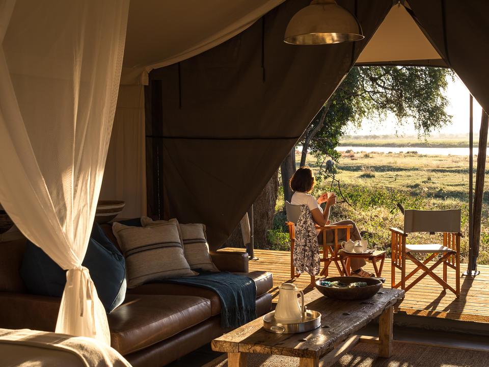 Luxuriöse Gästezelte bieten eine entspannende Basis zur Siesta-Zeit