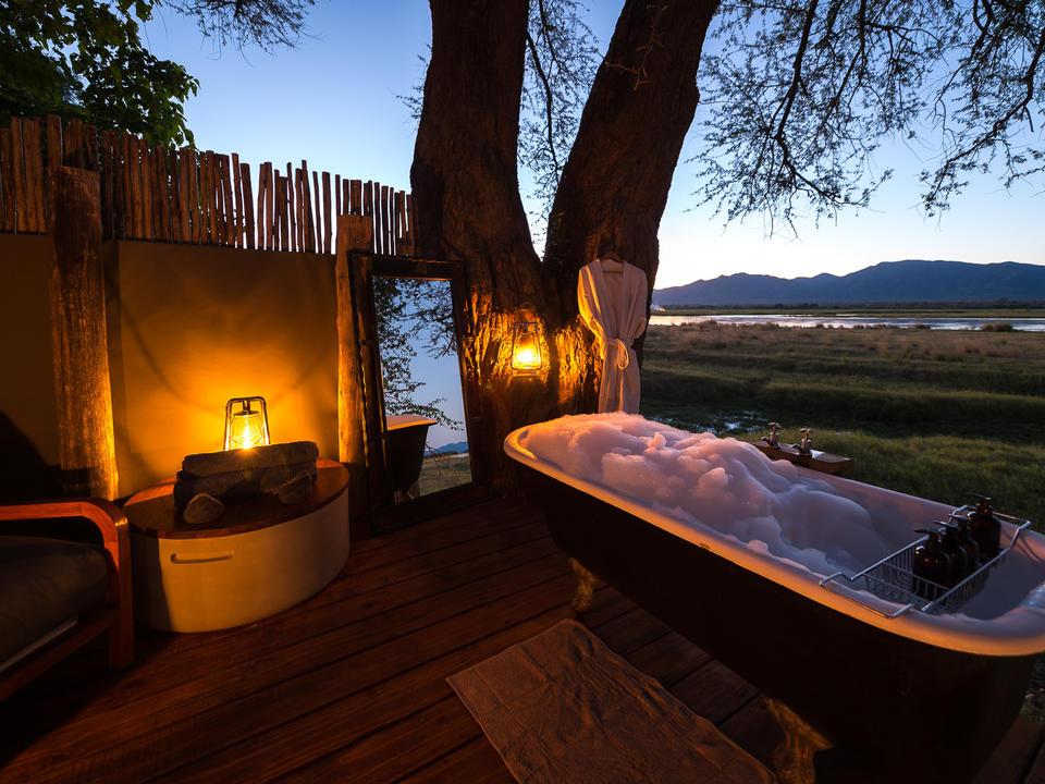 Ruckomechis legendäres Outdoor-Bad bietet ein romantisches Zwischenspiel