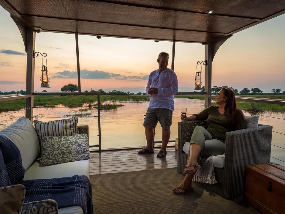 Sundowners auf dem Queen Silvia Barge (saisonal, abhängig vom Wasserstand)