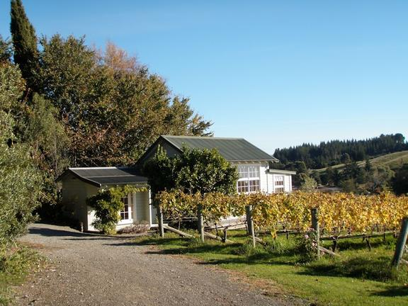 Kina Beach Vineyard The Cottage