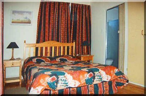 Bedroom (en-suite) with 1 x double bed