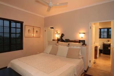 Queen Bed + Single Bed / Shower
