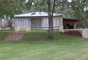 Acorn Cottage ( R450 pp minimum R1350 )