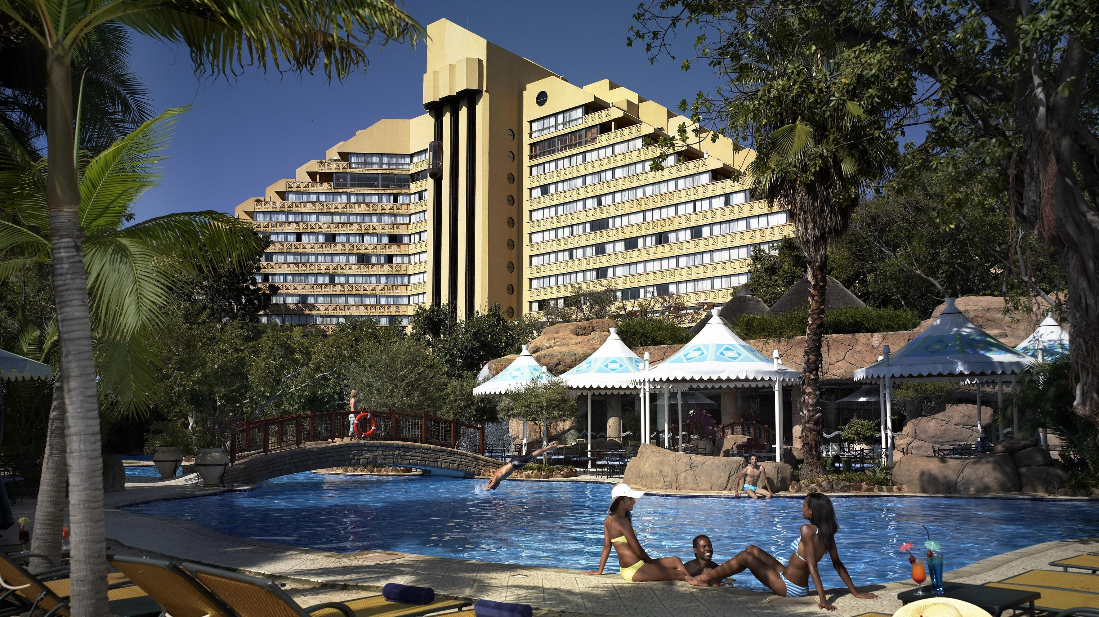 Sun city cascades hotel rooms for Contact hotel