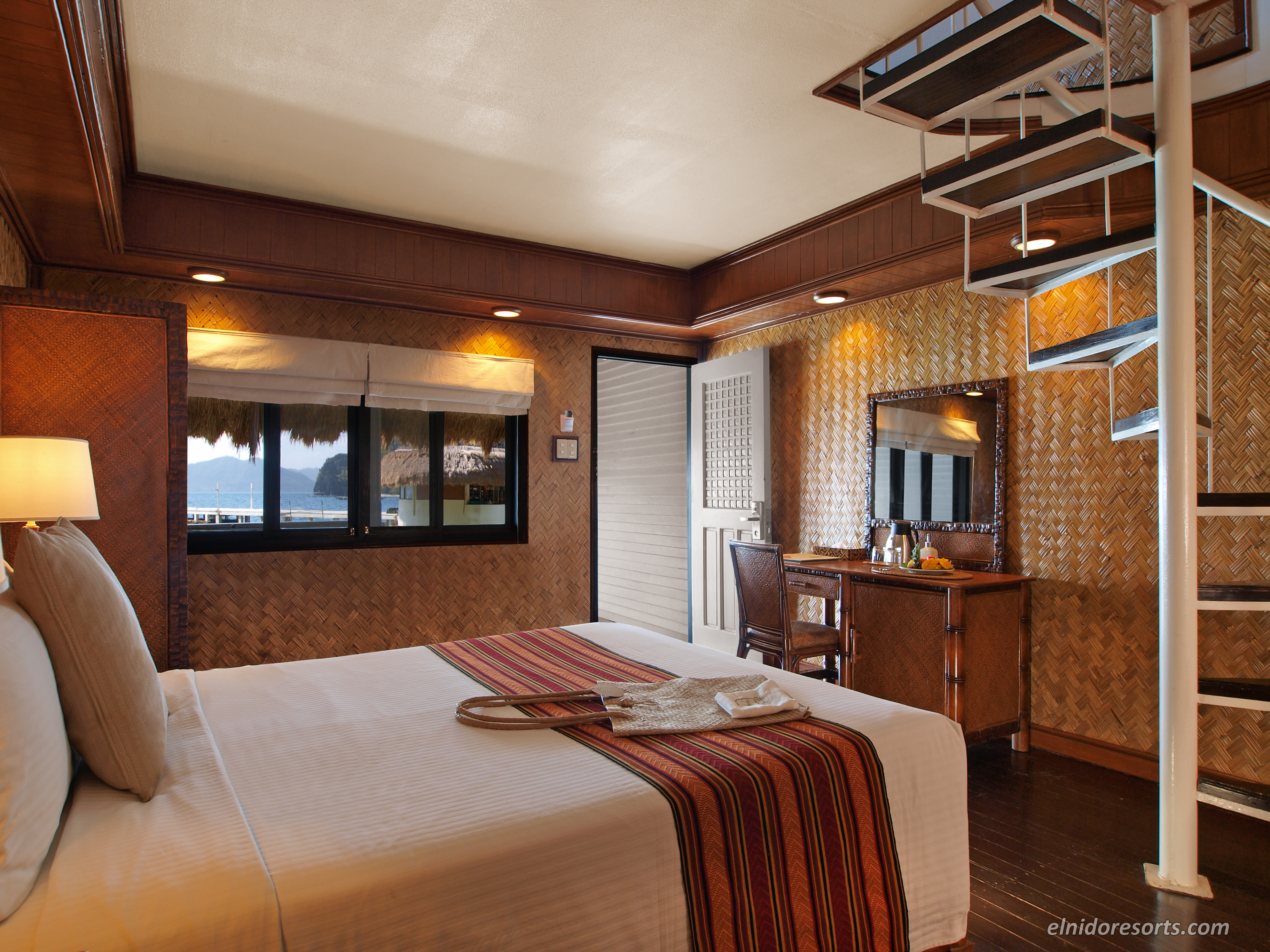 Vibe Room Village Hotel