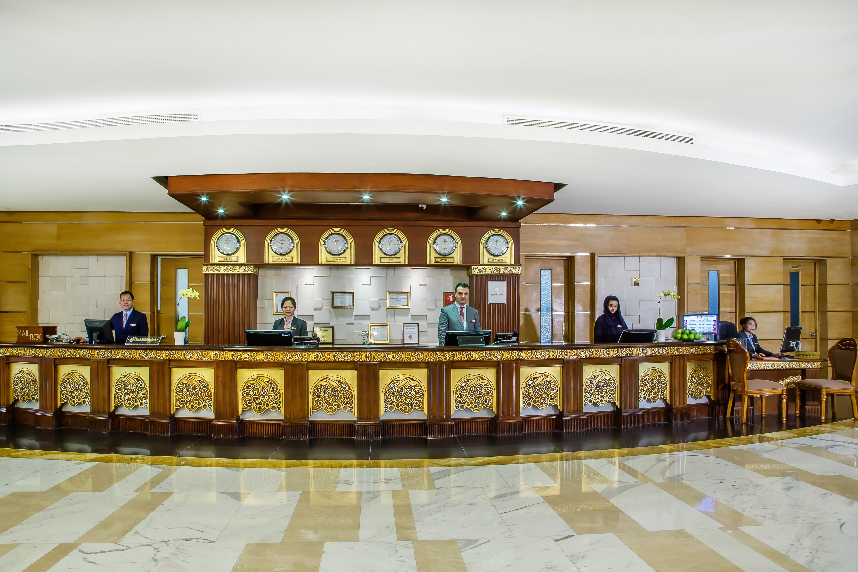Hotel de dubai grand excelsior hotel bur dubai wallpaper for Hotel de dubai